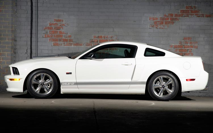 2007 ford shelby gt first test road test review motor trend. Black Bedroom Furniture Sets. Home Design Ideas