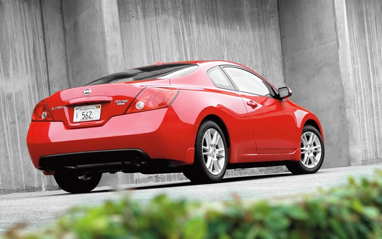 2008 nissan altima coupe first drive motor trend. Black Bedroom Furniture Sets. Home Design Ideas