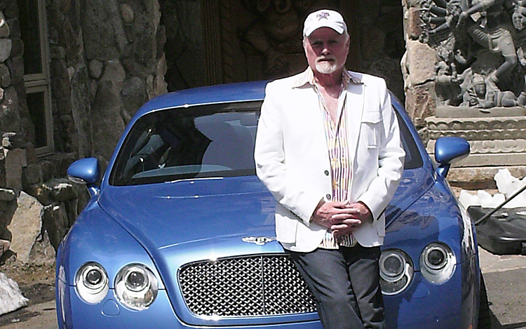 Z Mike Love Celeb Drive Bentley Continental Gt on New Lincoln Continental Car