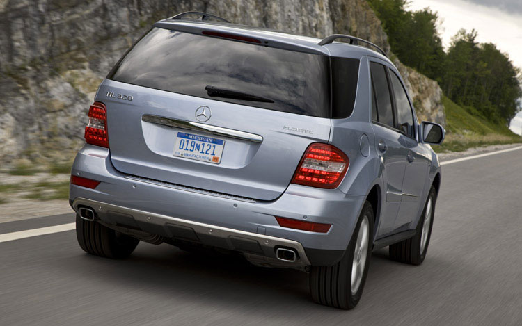first drive 2009 mercedes benz ml320 bluetec motortrend. Black Bedroom Furniture Sets. Home Design Ideas