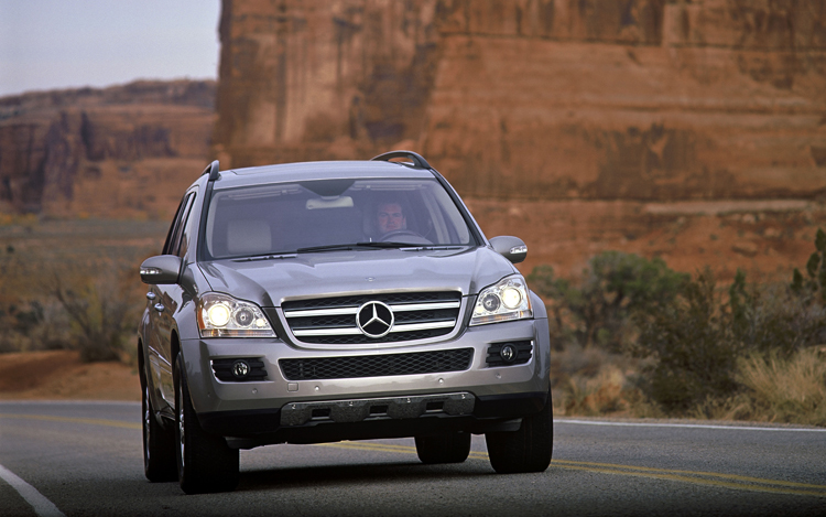 2008 mercedes benz gl class first look motor trend. Black Bedroom Furniture Sets. Home Design Ideas