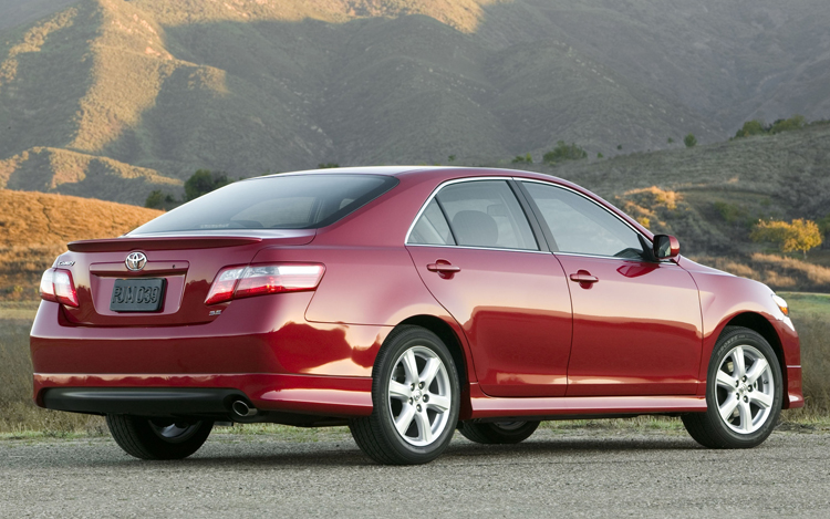 2009 toyota camry first look motor trend. Black Bedroom Furniture Sets. Home Design Ideas