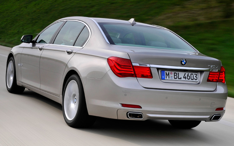 2009 BMW 7 Series First Look - Motor Trend