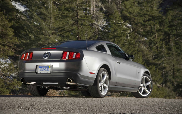 First Test: 2010 Ford Mustang GT - Motor Trend