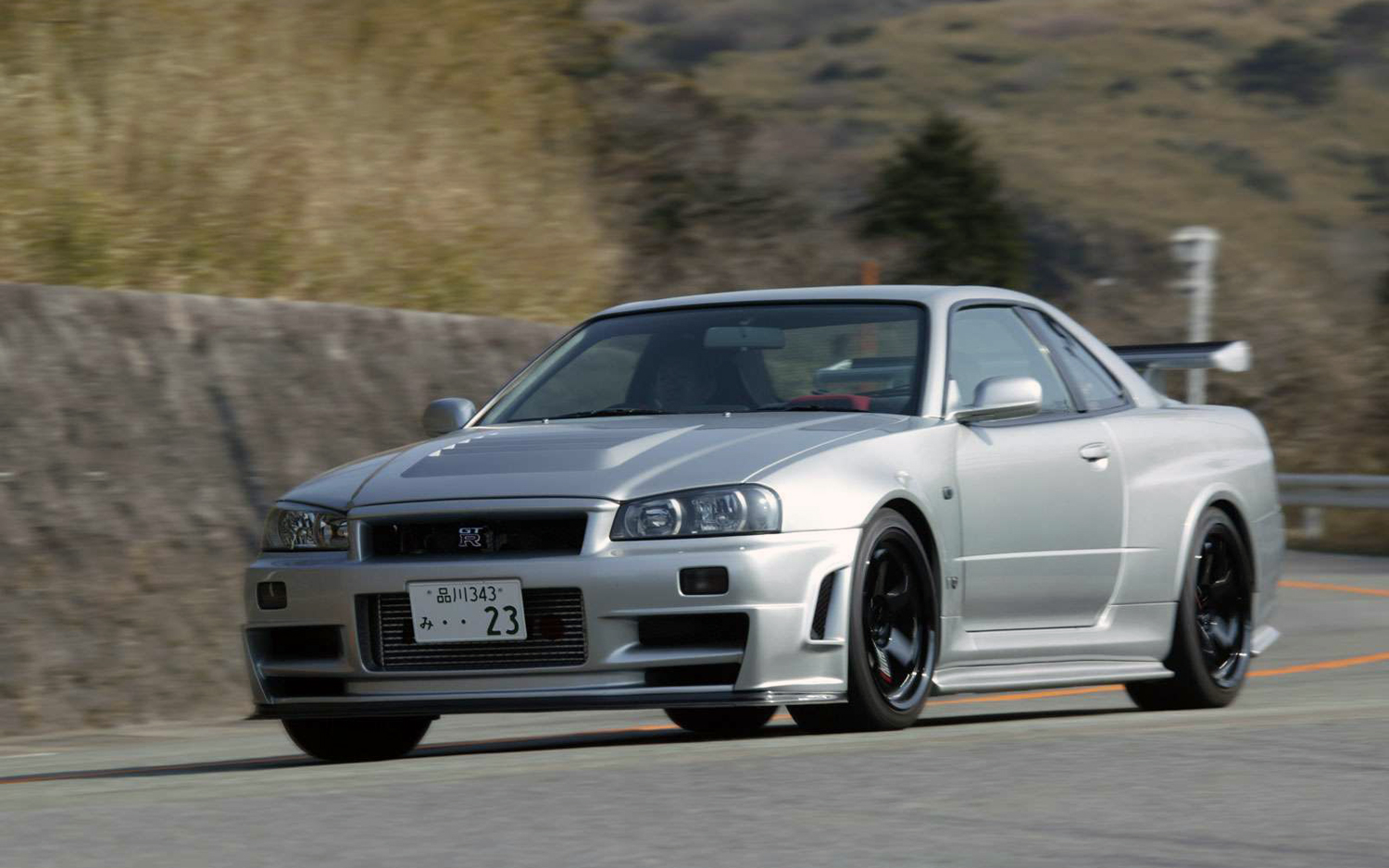 Feds Begin to Seize Illegal Nissan Skyline GT-Rs in