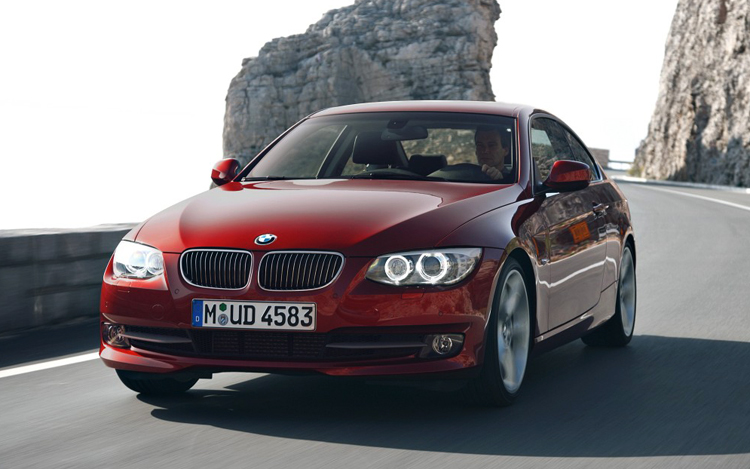 First Look 2011 Bmw 3 Series Coupe And Convertible Motor Trend