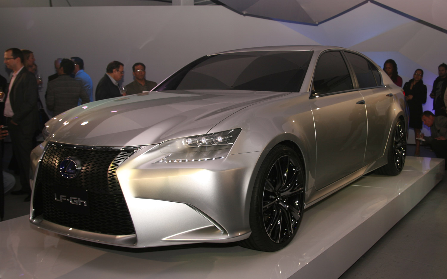 https://enthusiastnetwork.s3.amazonaws.com/uploads/sites/5/2011/04/lexus-lf-gh-concept-left-front-three-quarter.jpg?impolicy=entryimage