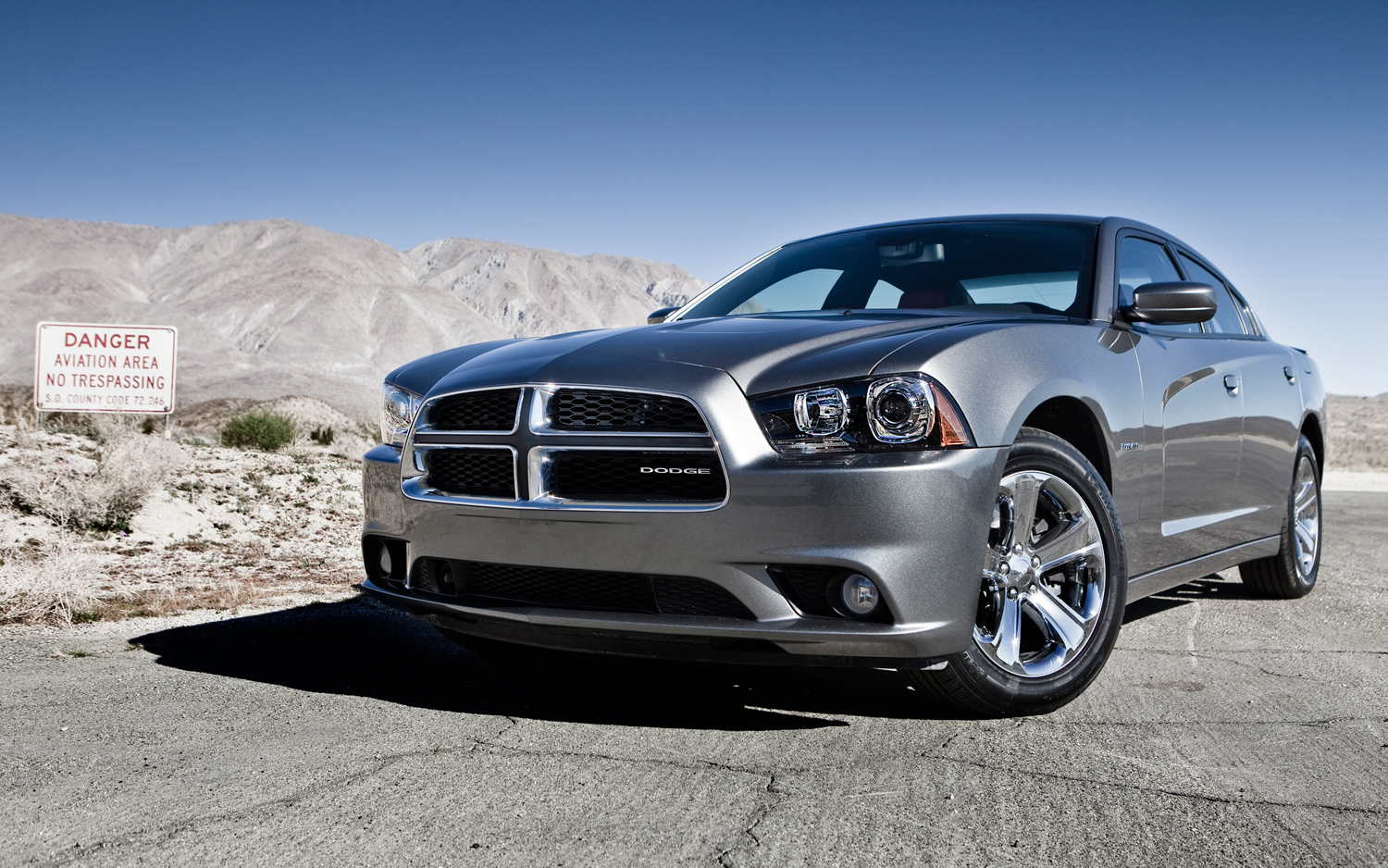 Chrysler 300 Mpg >> 2012 Chrysler 300 Dodge Charger Rated At 19 31 Mpg With 8 Speed