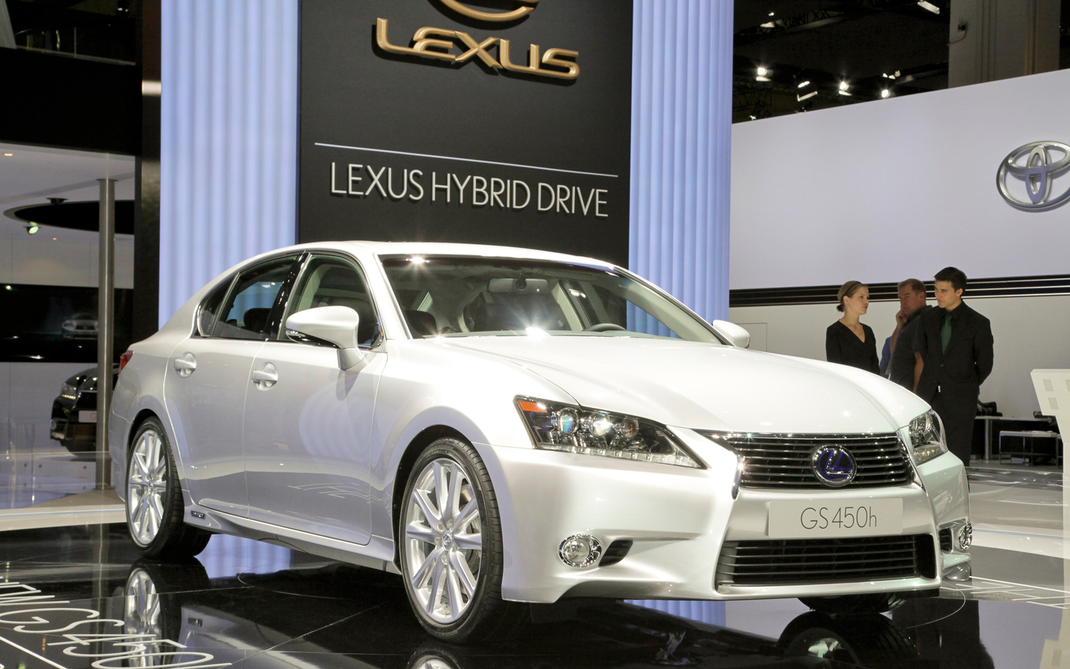 https://enthusiastnetwork.s3.amazonaws.com/uploads/sites/5/2011/09/Lexus-GS450h-front-three-quarterse.jpg?impolicy=entryimage