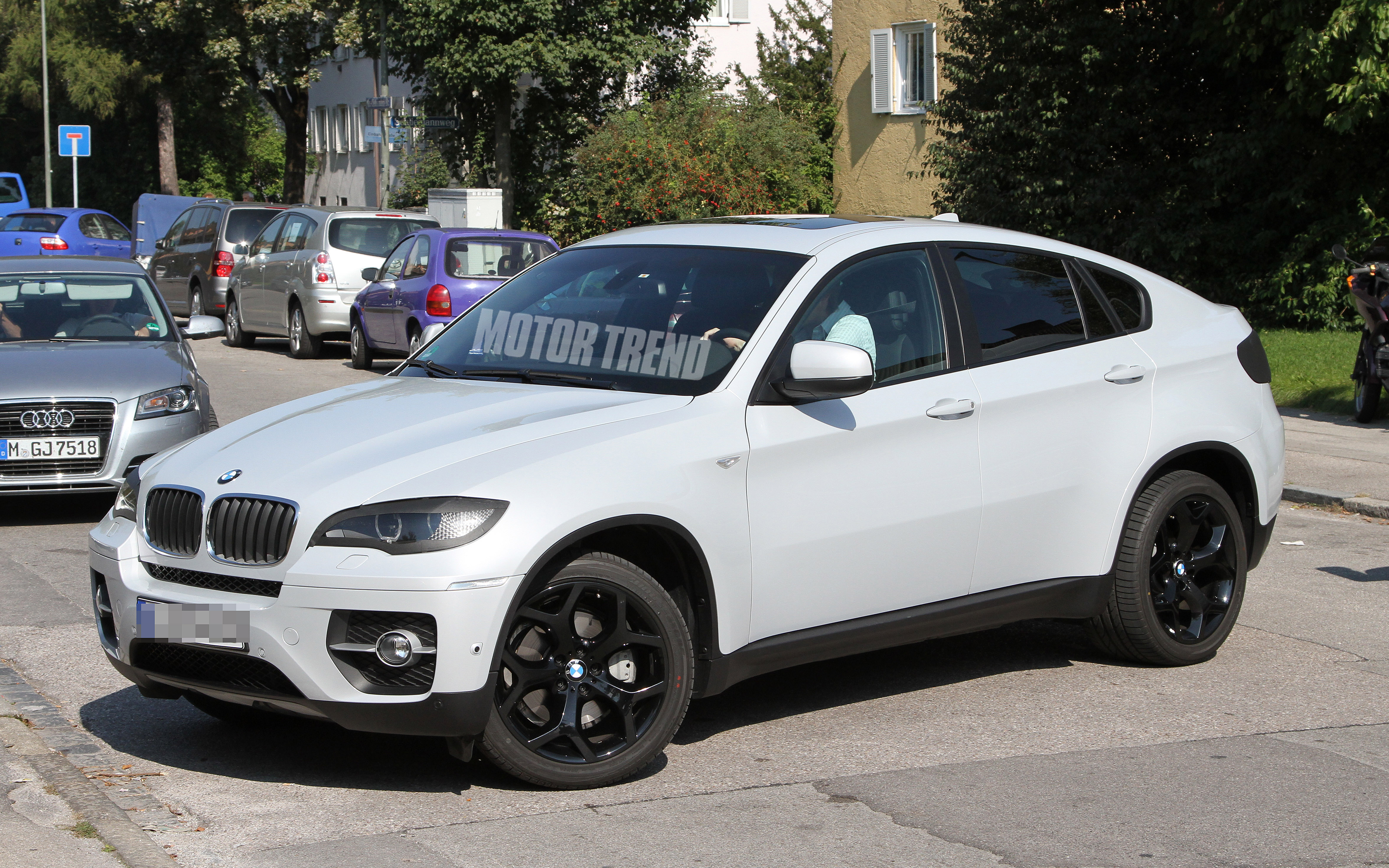 BMW X6 Freshened With New LED Lights Front And Rear