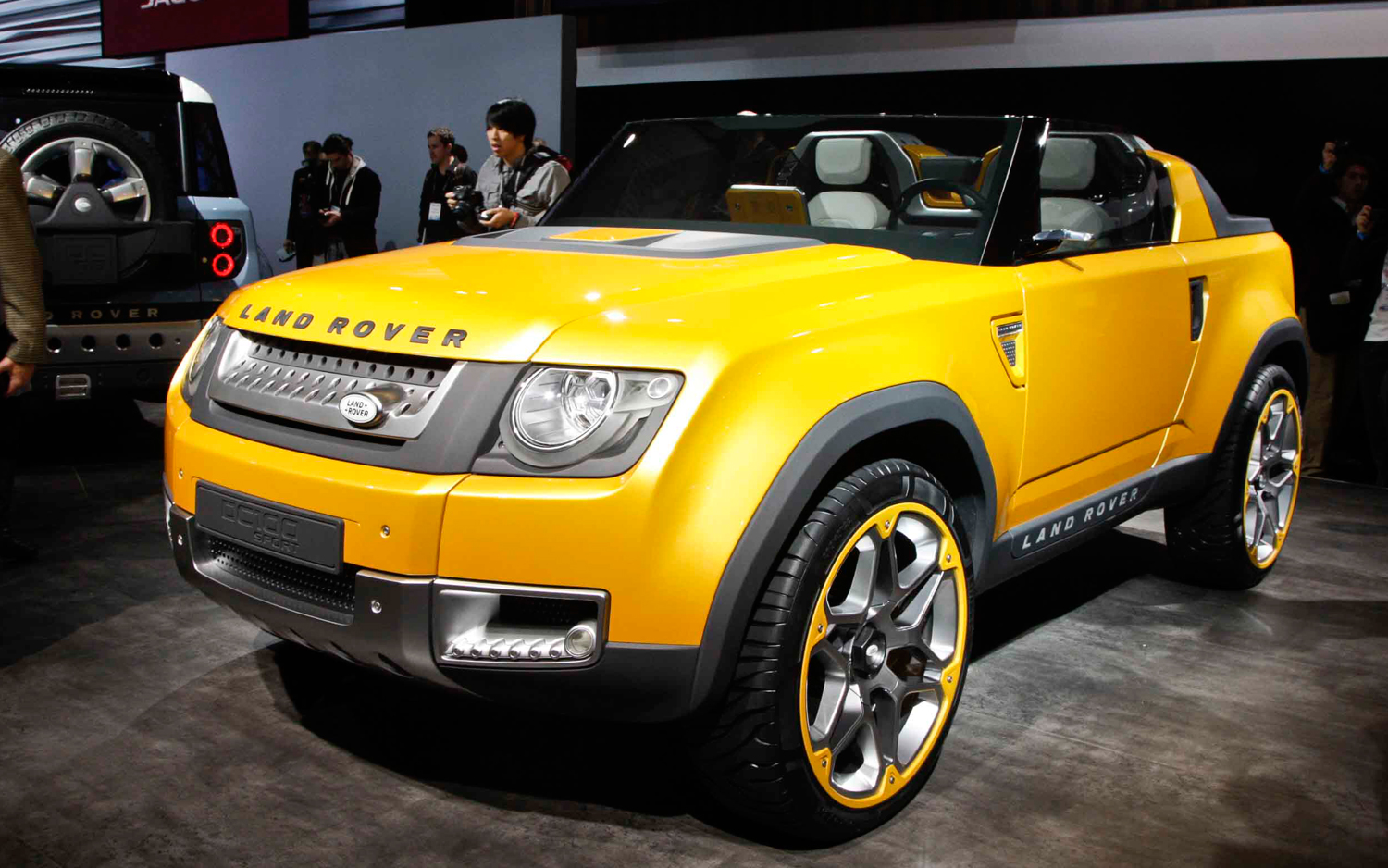 https://enthusiastnetwork.s3.amazonaws.com/uploads/sites/5/2011/11/Land-Rover-DC100-Sport-concept-front-view.jpg?impolicy=entryimage