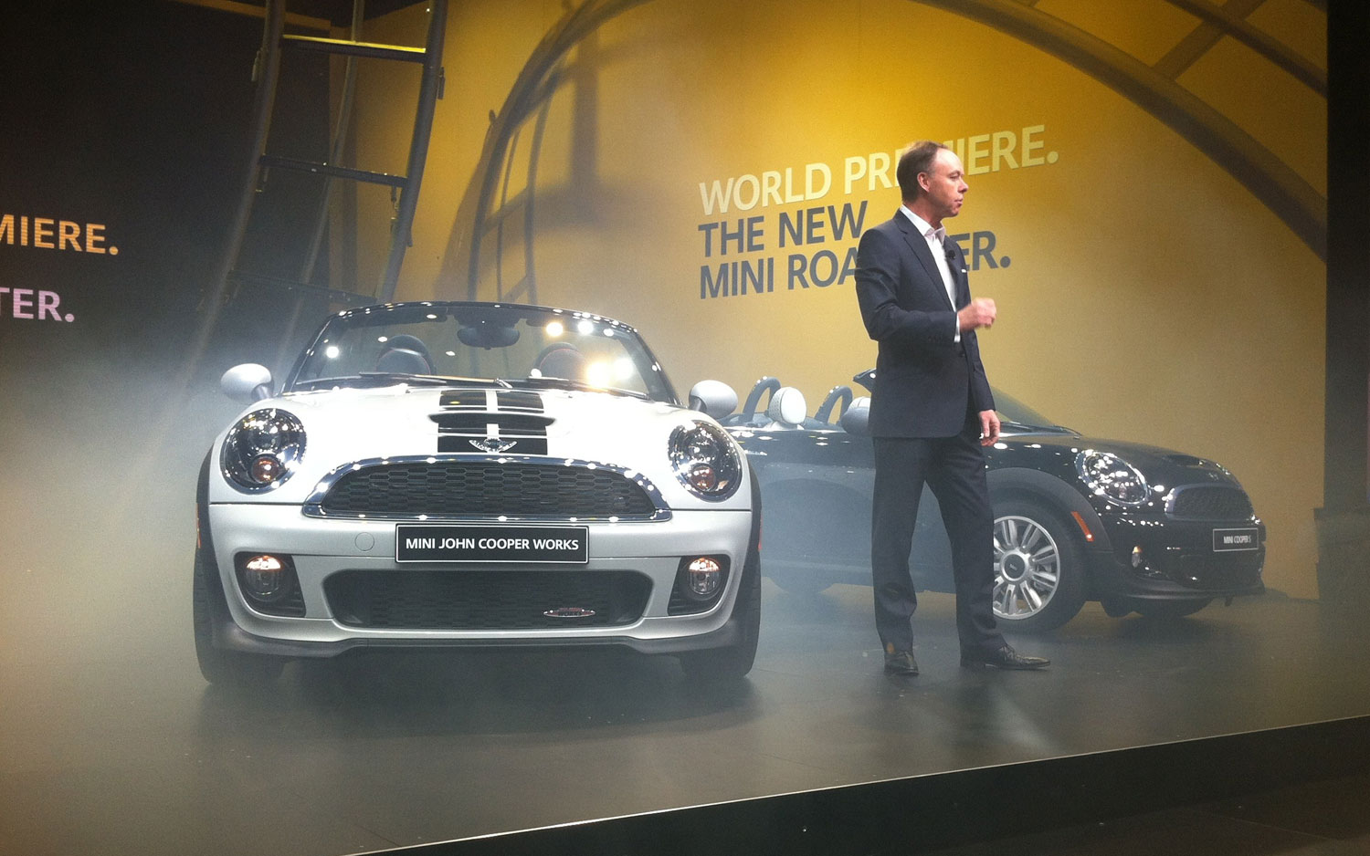 2012 Detroit New 2012 Mini Roadster Lowers Its Manual Roof At Cobo