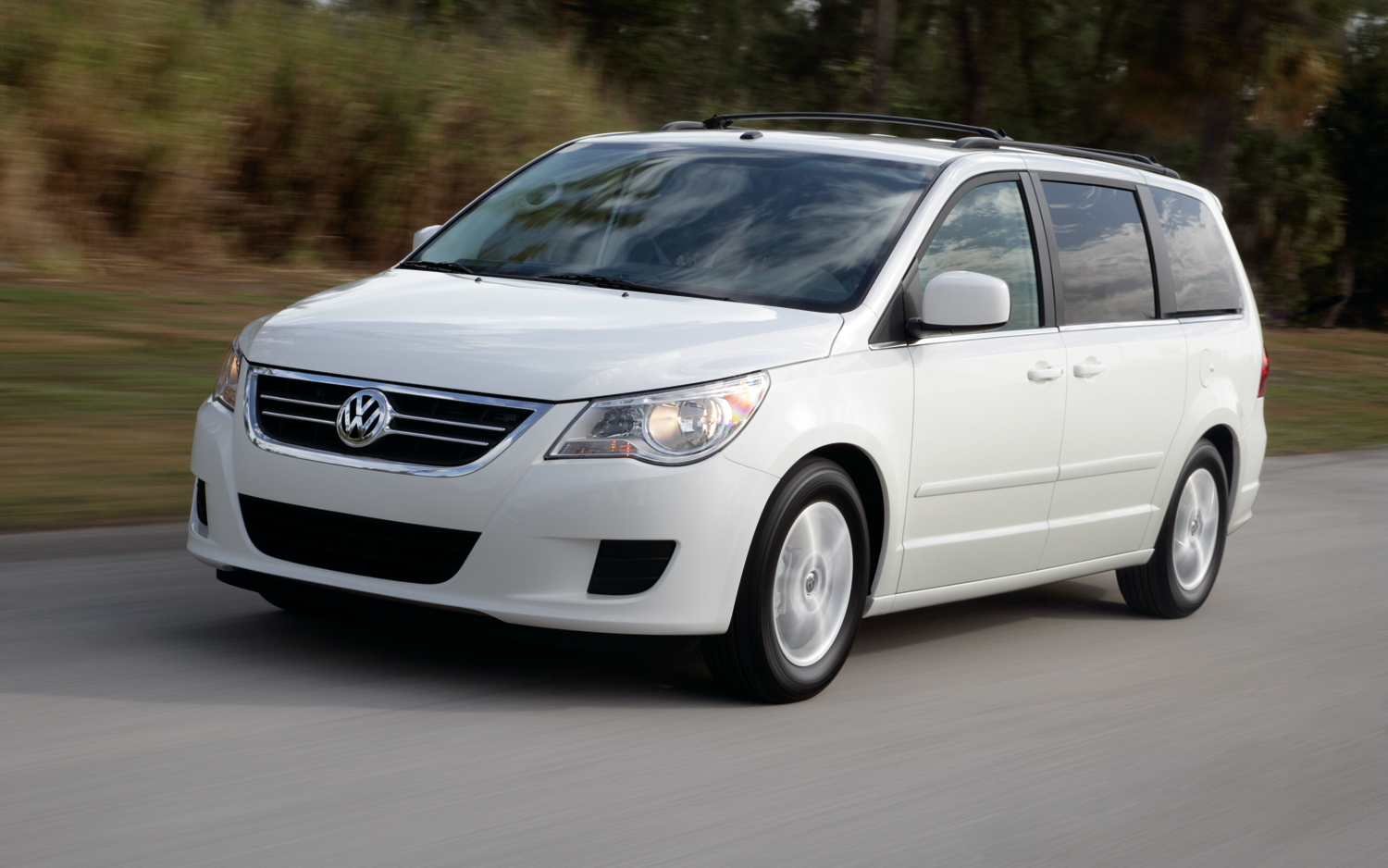 2012 volkswagen routan sel first drive motortrend. Black Bedroom Furniture Sets. Home Design Ideas