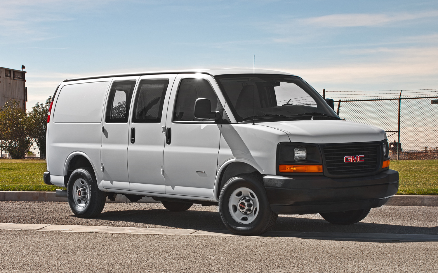Gmc Savana 3500 >> 2011 Gmc Savana 3500 Cargo Van First Test Motortrend