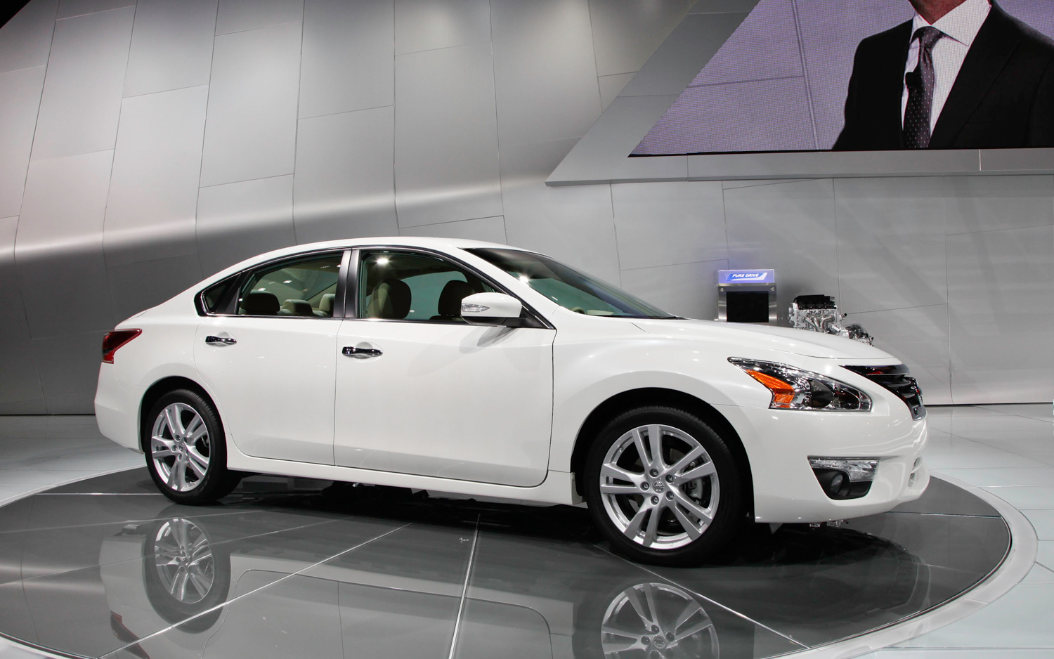 2012 New York: 2013 Nissan Altima Targets 38 MPG, Adds New Tech