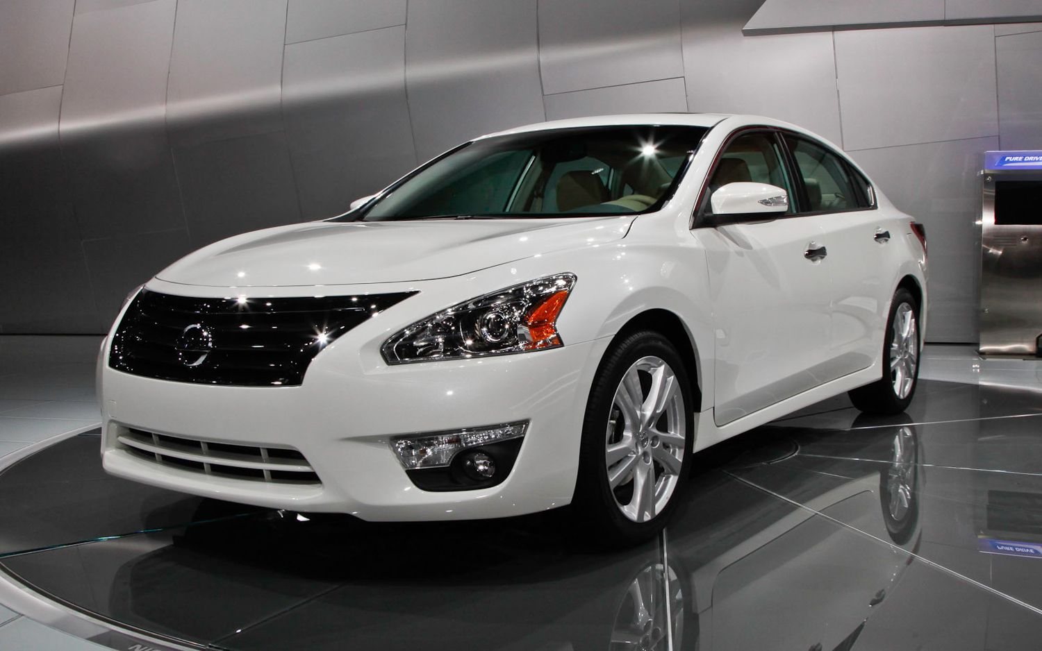 Refreshing or Revolting: 2013 Nissan Altima - Motor Trend