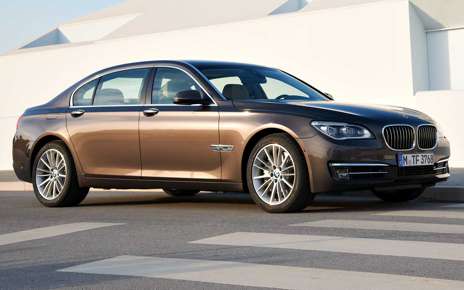 Refreshed 2013 BMW 7 Series Gets Updated Engines 750i Has 445 HP And 8A