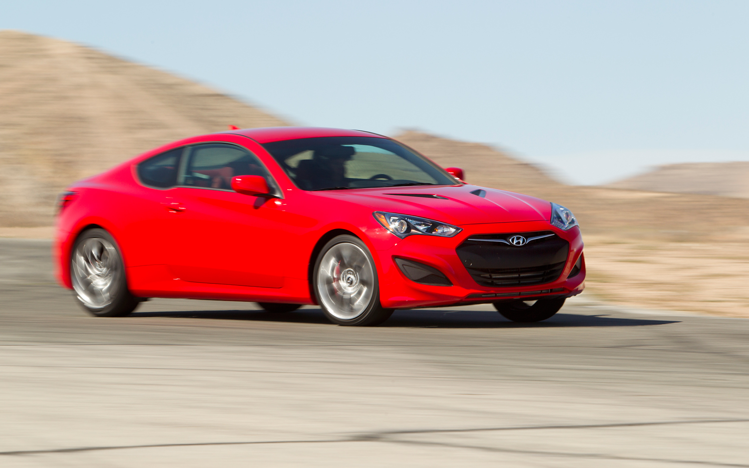 2013 hyundai genesis coupe 2 0t r spec first test motor trend. Black Bedroom Furniture Sets. Home Design Ideas
