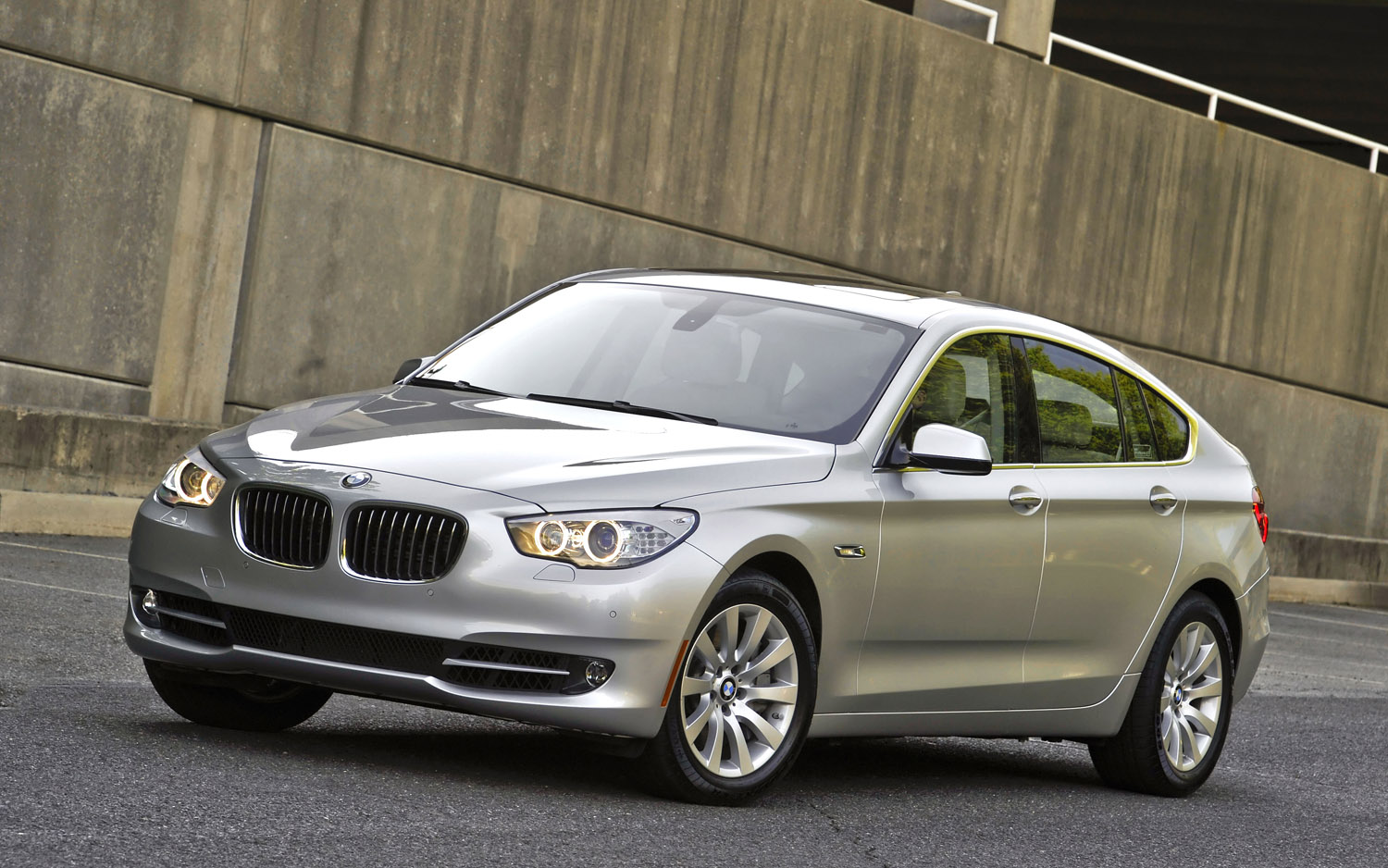 2013 BMW 5 Series GT Gets New Engine, Ups Power and MPG - Motor Trend