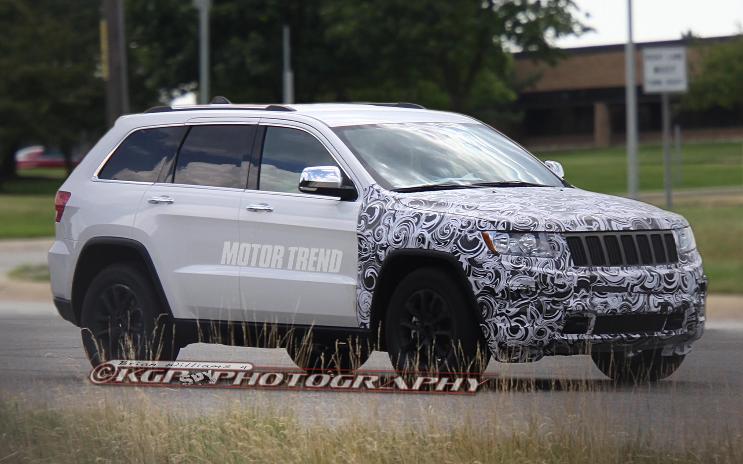Spied 2014 Jeep Grand Cherokee With Refreshed Grille Motortrend