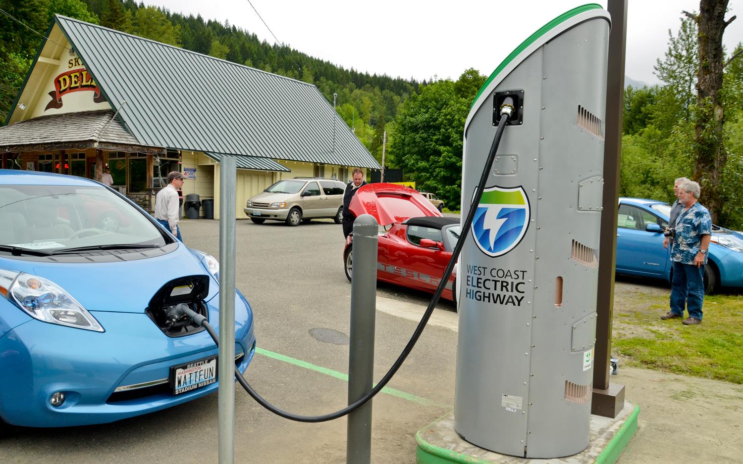 Electric Car Charging Stations Locations >> The Electric Vehicle Road Trip Test Motortrend