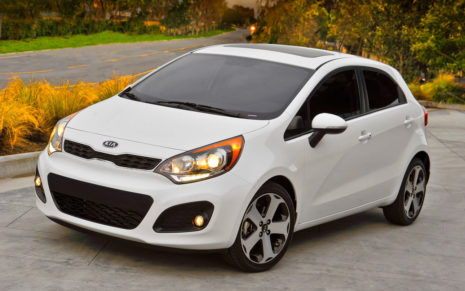 2013 kia rio sx hatchback to offer manual transmission motor trend rh motortrend com Kia Rio 5 2018 Kia Rio Interior