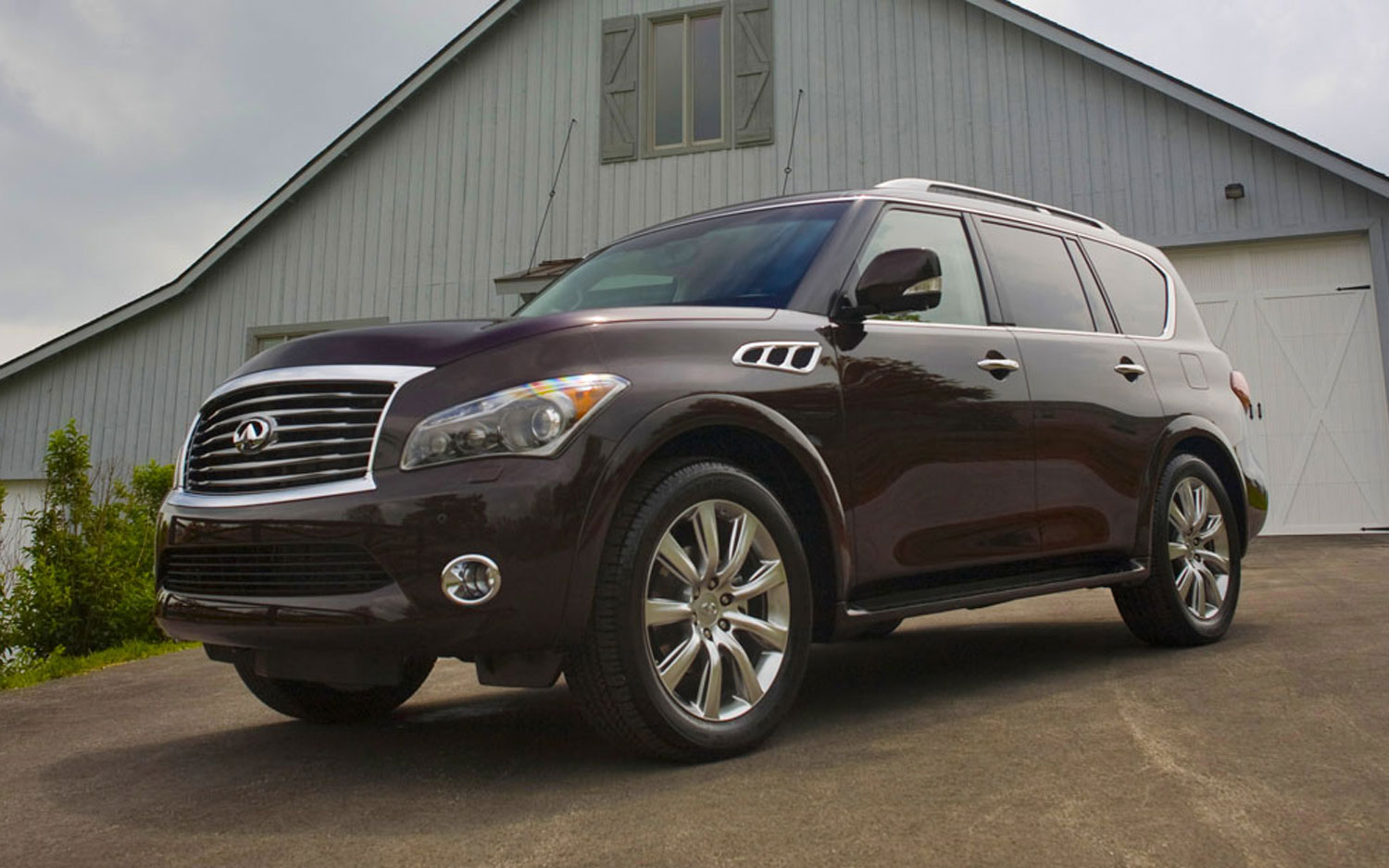 How much does an infiniti qx56 cost