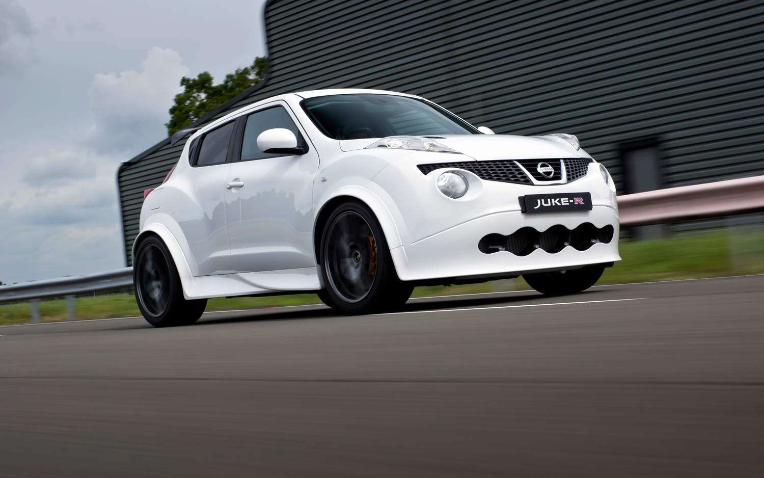 Jukezilla: First Nissan Juke-R Ready for Delivery with More Power, Revised  Styling