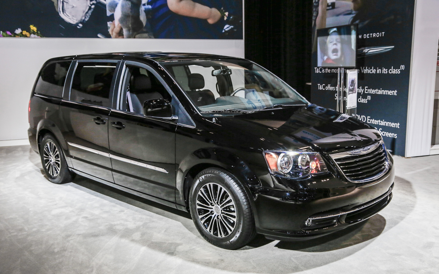 Town And Country Auto >> 2013 Chrysler Town Country S Rolling Into L A Auto Show With
