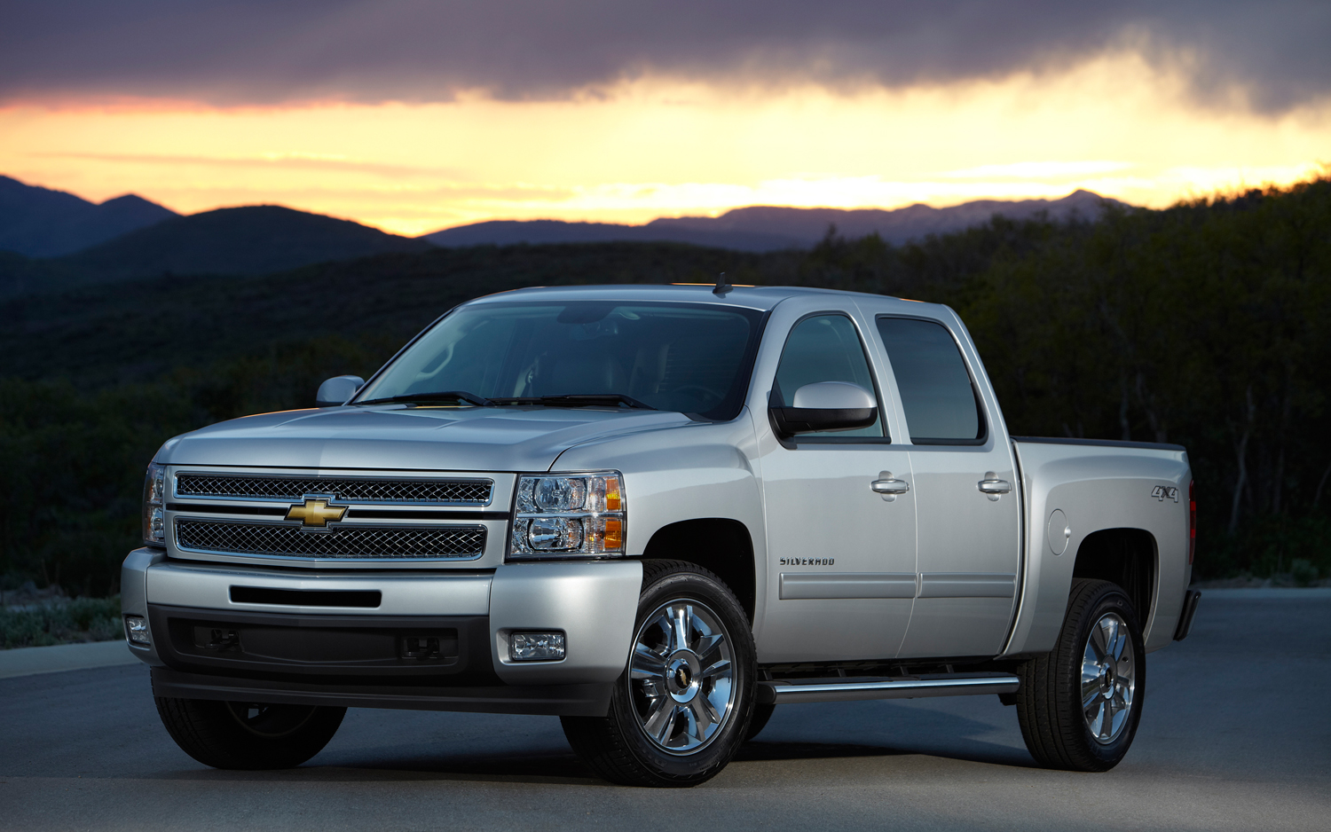 Gm 2012 Sales Chevrolet Silverado Volt End Strong Gm Sells One