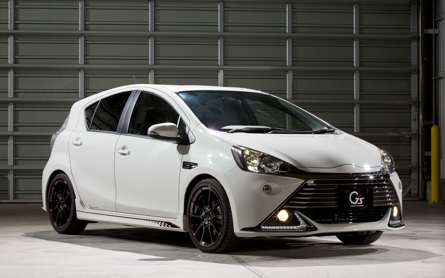 Modified Toyota Prius C Gt86 Yaris Hit The Tokyo Auto