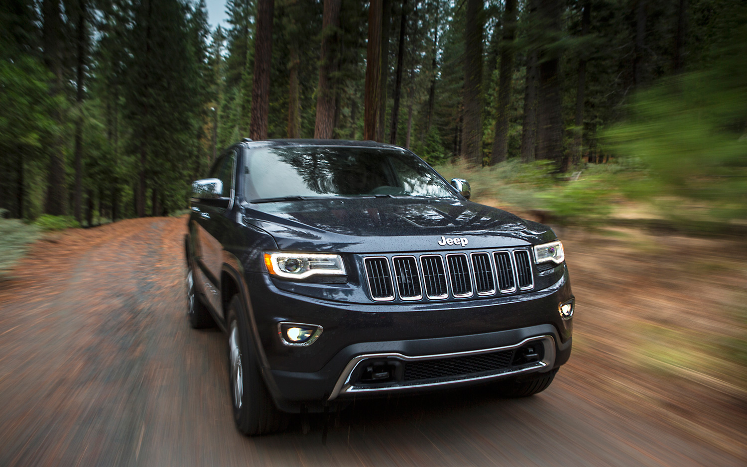 By The Numbers Jeep Grand Cherokee Ecodiesel Vs Volkswagen Touareg