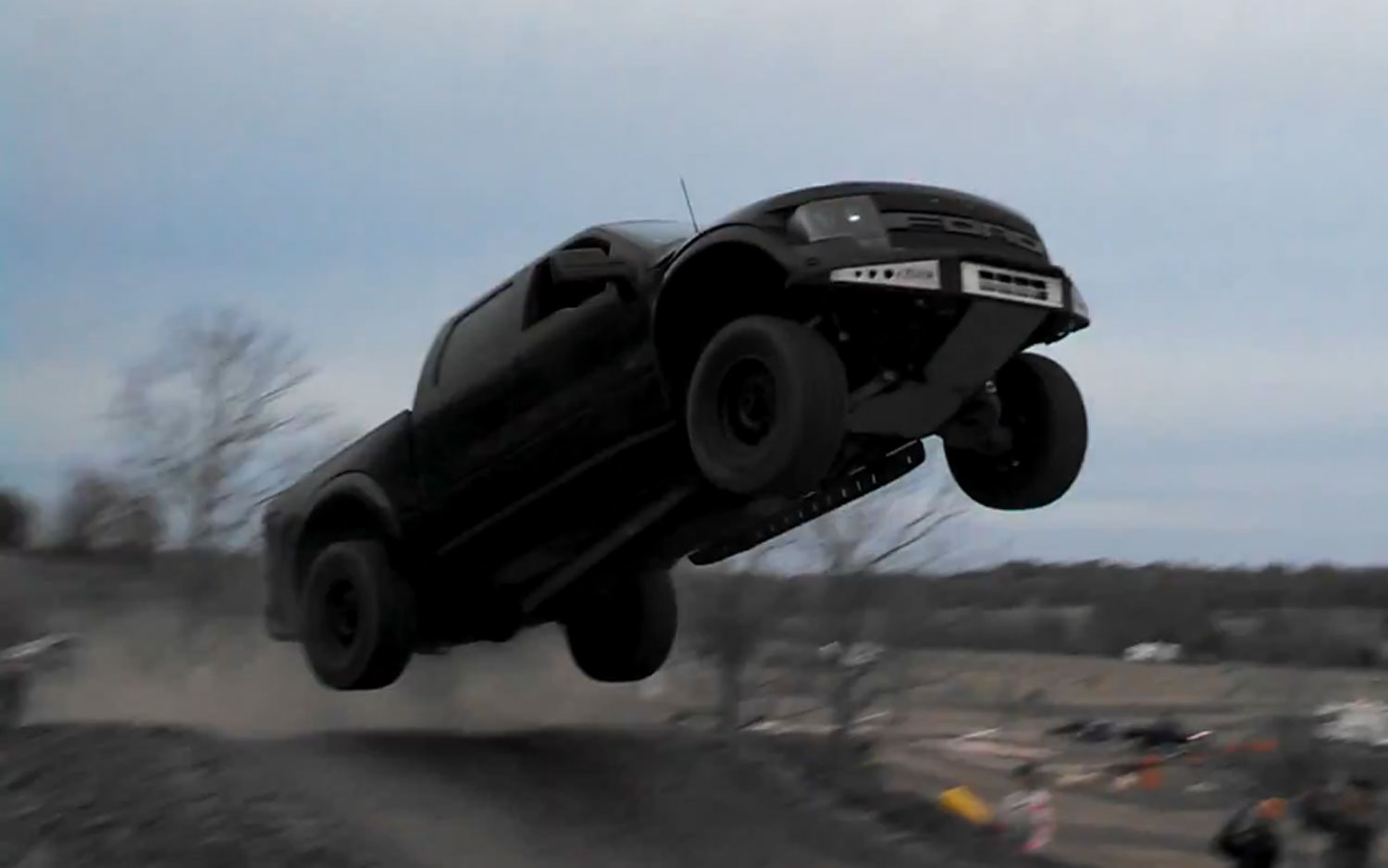 Video Find Watch A Ford F 150 Svt Raptor Jump Botch The Landing
