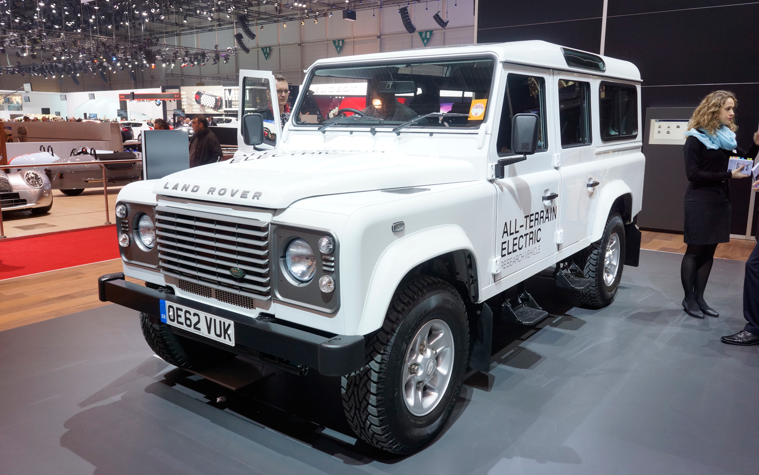 https://enthusiastnetwork.s3.amazonaws.com/uploads/sites/5/2013/02/Land-Rover-All-Terrain-Electric-front.jpg?impolicy=entryimage