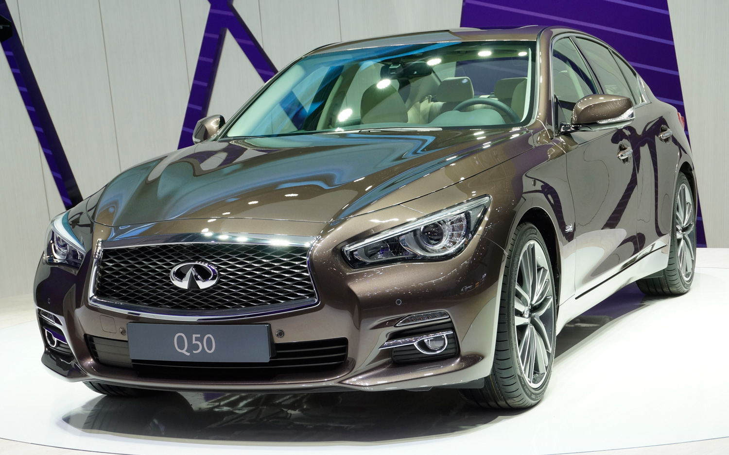 2014 infiniti q50 debuts in geneva with diesel manual transmission rh motortrend com 2014 Mercedes Manual Transmission Infiniti Q50 Coupe