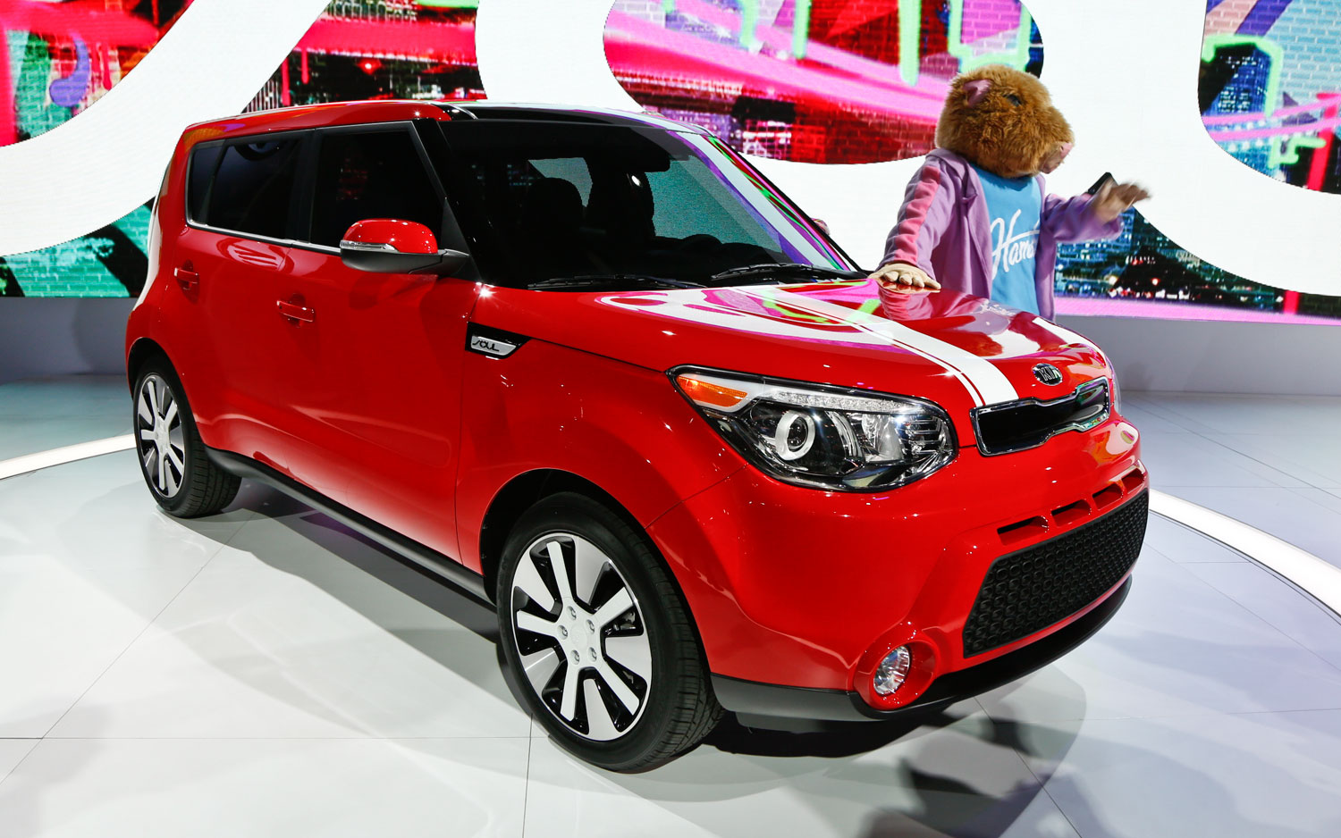 Kia Soul: Opening the tailgate