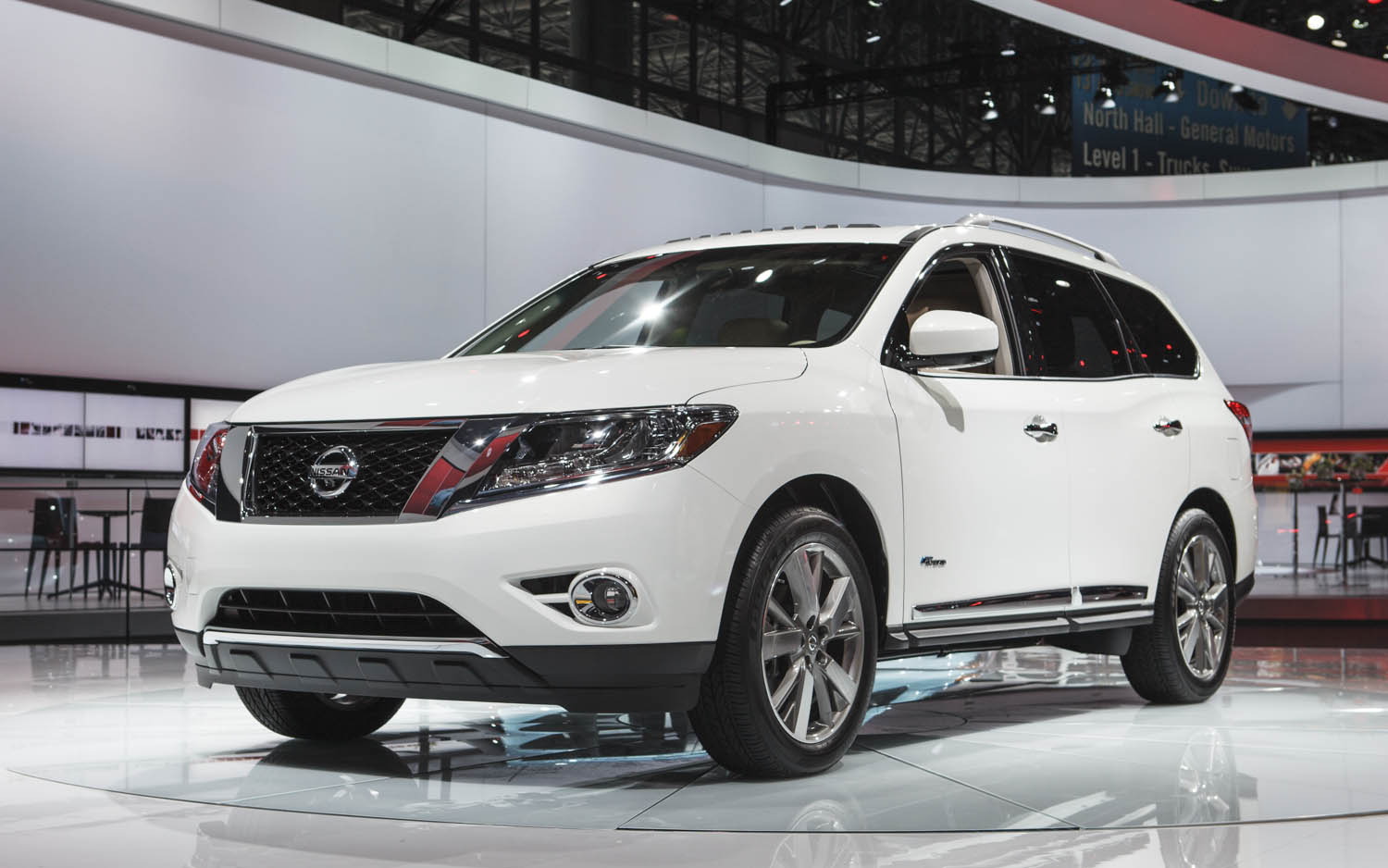 2014 Nissan Pathfinder Hybrid Boasts Supercharged I 4, 26 MPG Combined