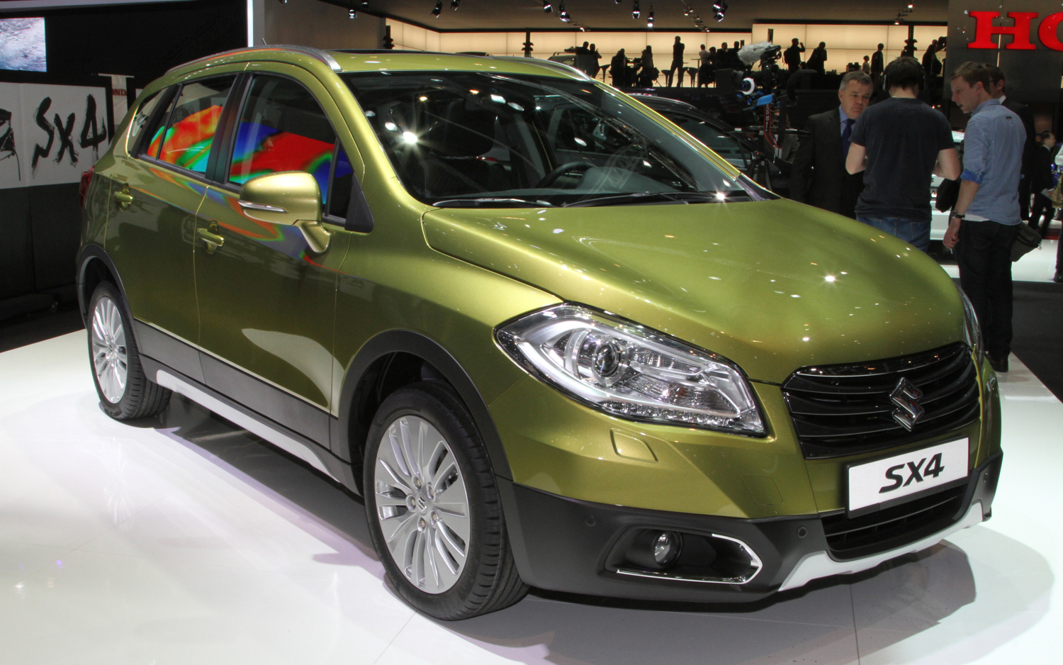Suzuki SX4 Crossover Debuts in Geneva With First-Ever Double-Sliding