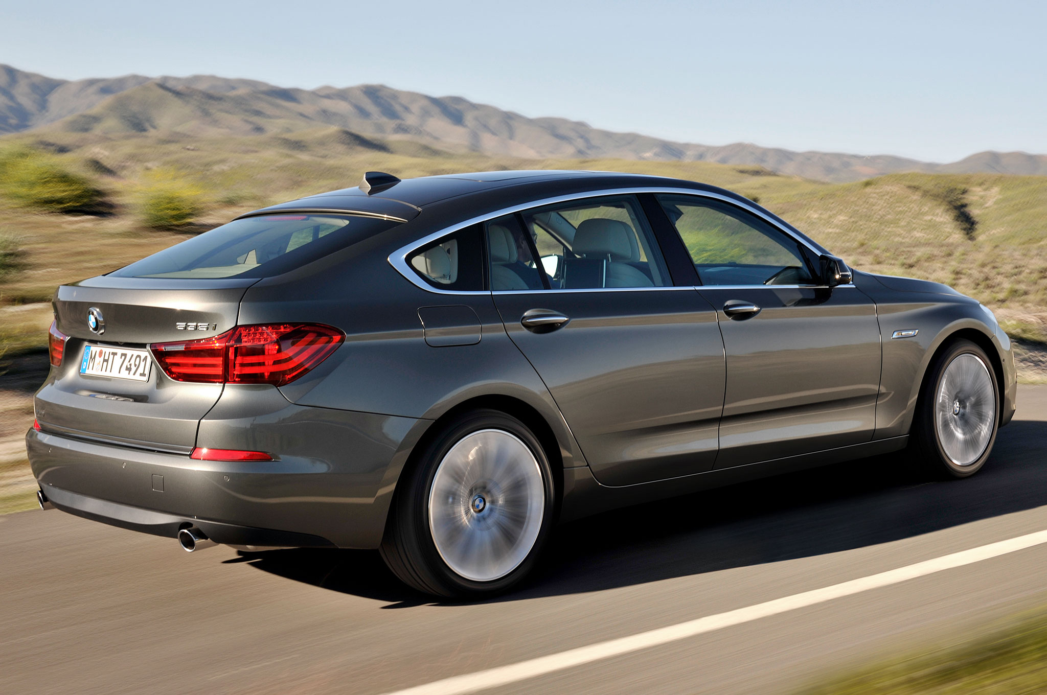Refreshed 2014 BMW 5 Series Gran Turismo Keeps the Hunchback - Motor ...