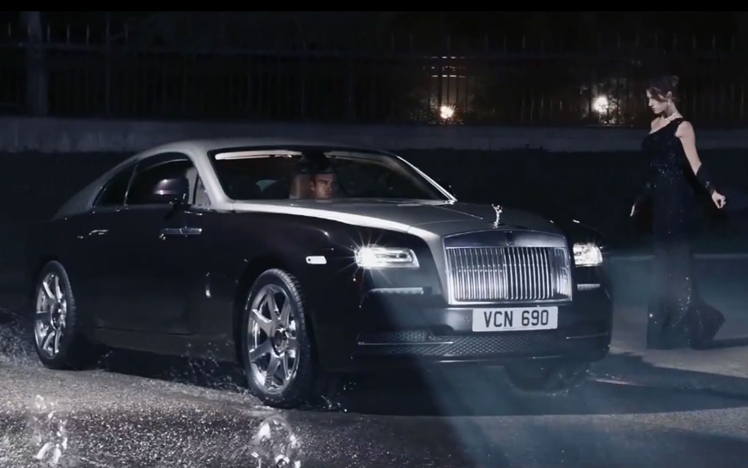 This Rolls-Royce Wraith Video Required 100 DSLR Cameras