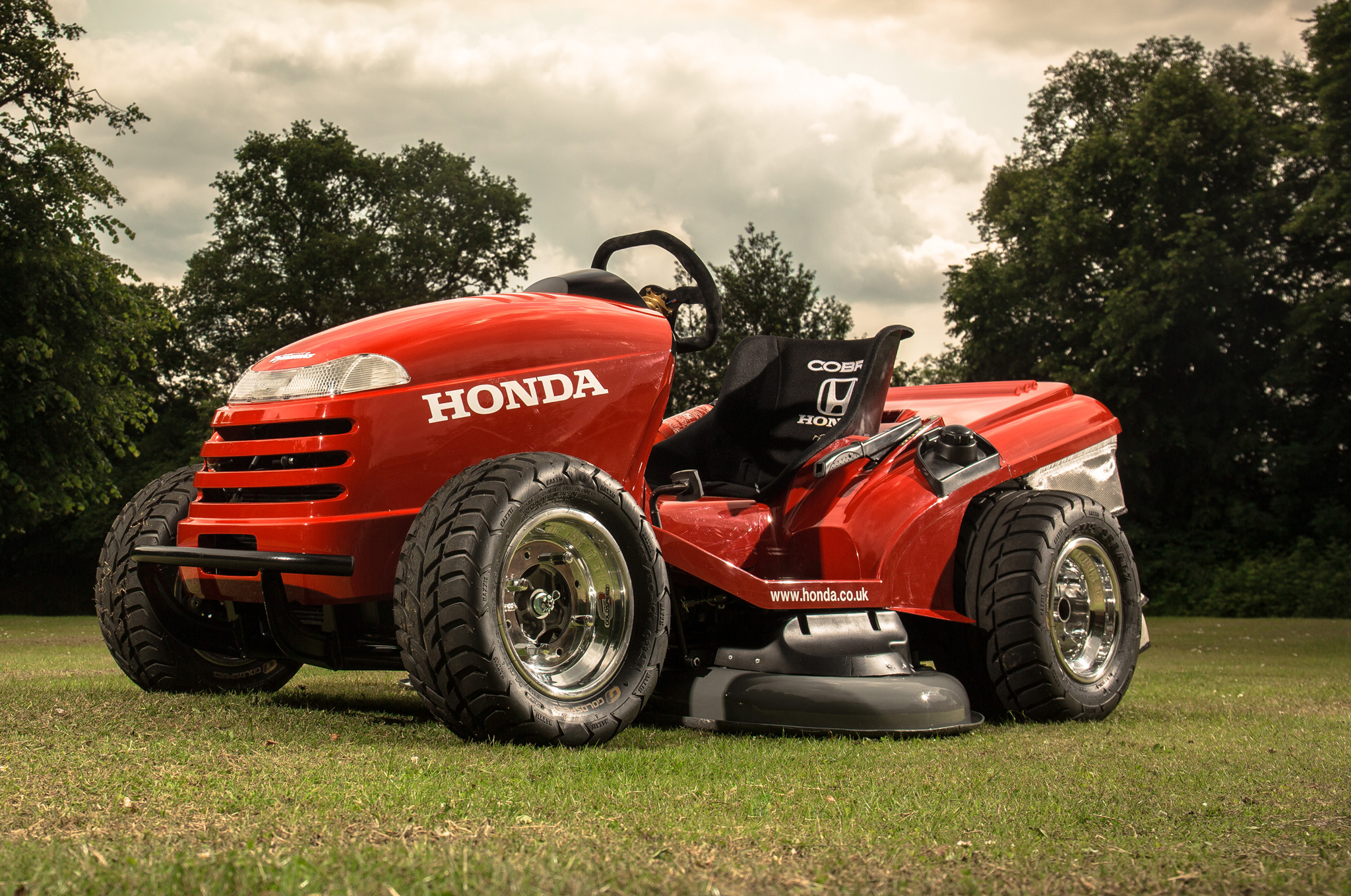 Flash Grass: 109 HP Honda Mower Goes 0 60 Mph In 4 Seconds (W/ Video)