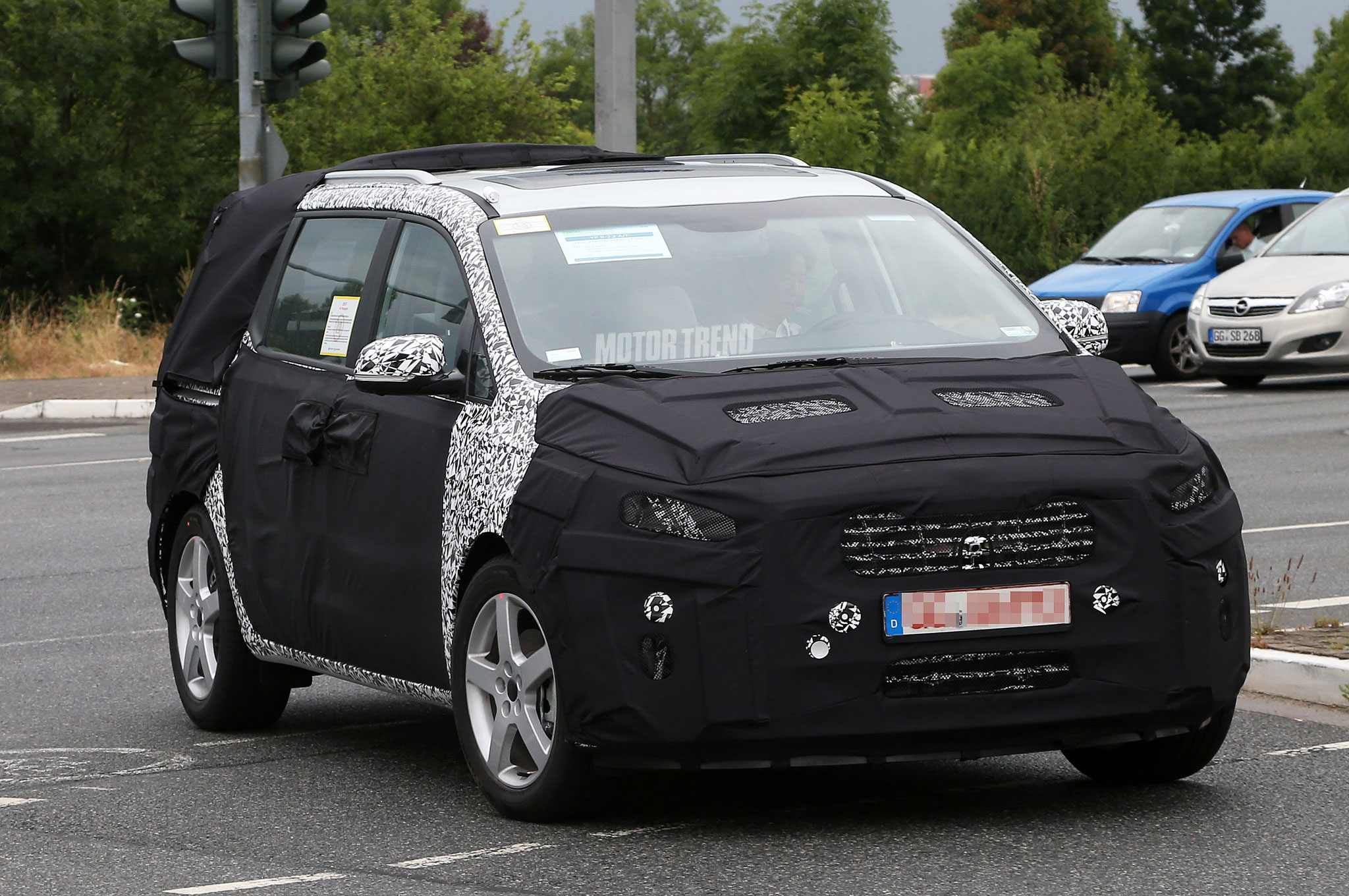 next gen kia sedona minivan spied with kv7 inspired styling motortrendnext gen kia sedona minivan spied with kv7 inspired styling
