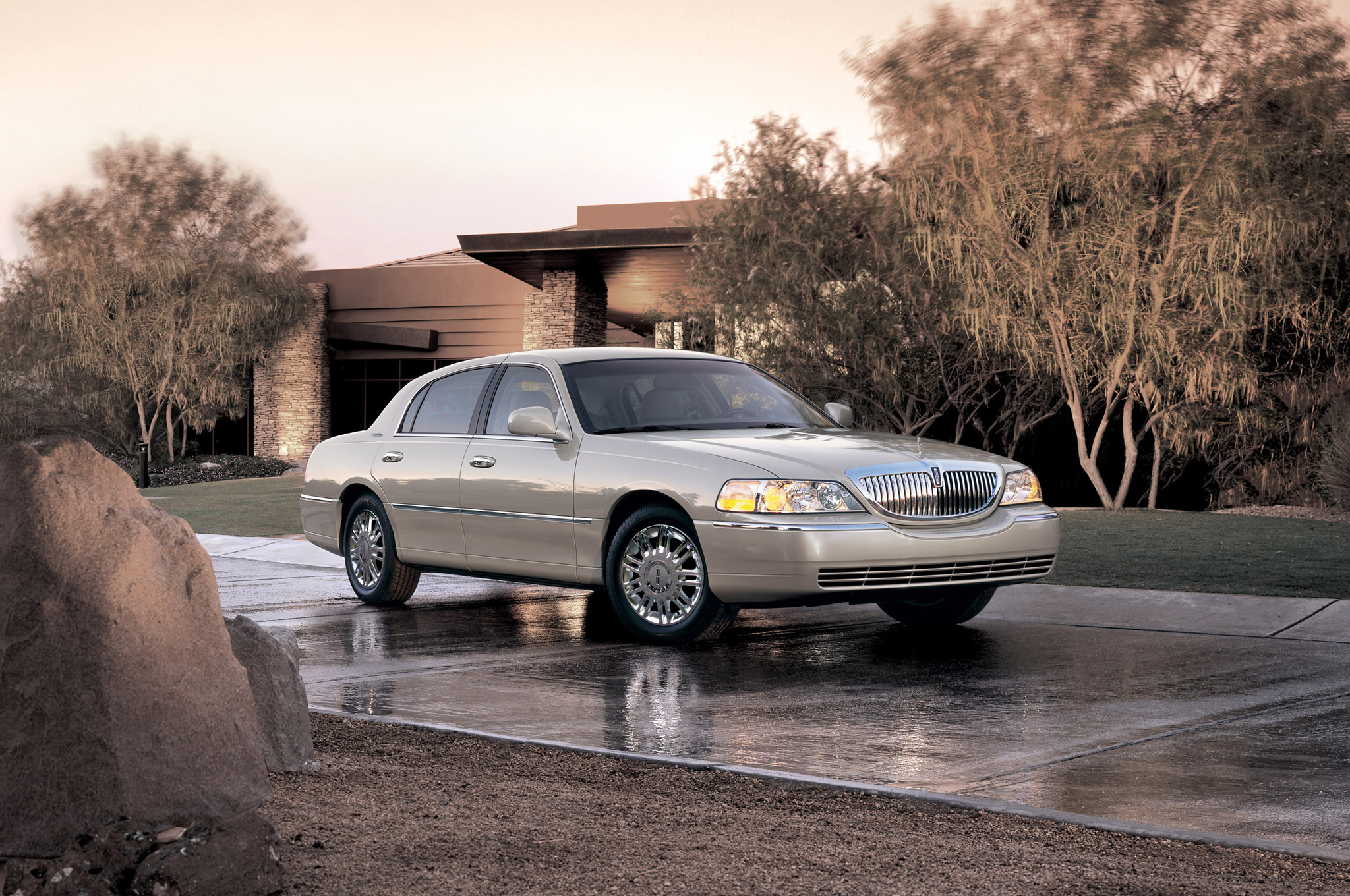 Ford Recalls 370 000 Crown Victoria Grand Marquis And Town Car