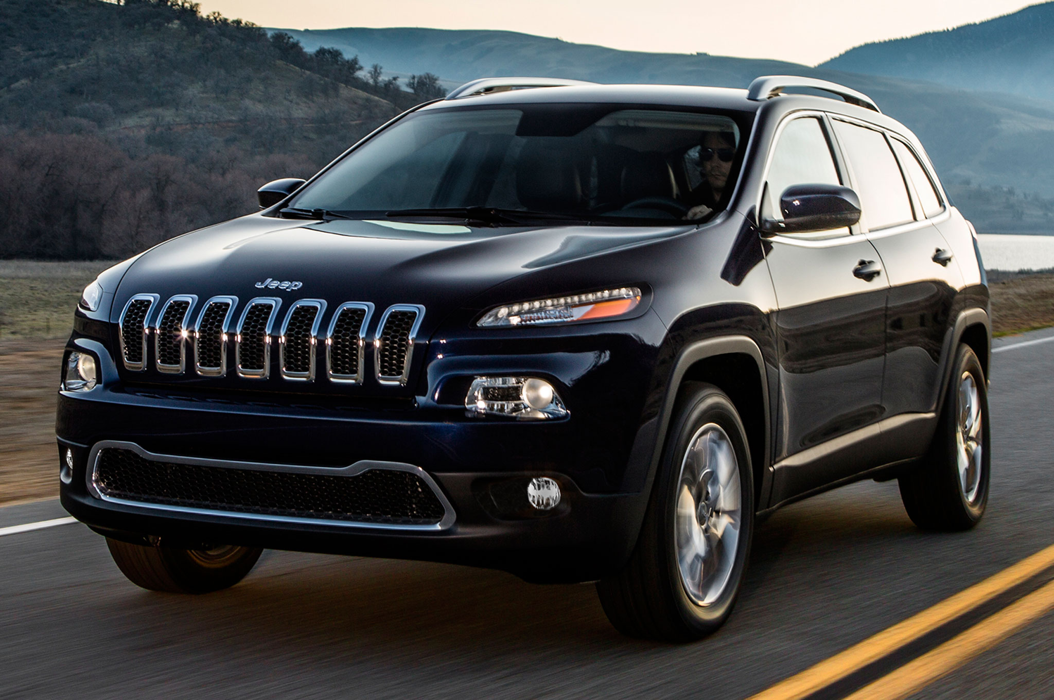 Awesome 2014 Jeep Cherokee I 4 FWD Rated 22/31 MPG, V 6 AWD At 19/27 MPG