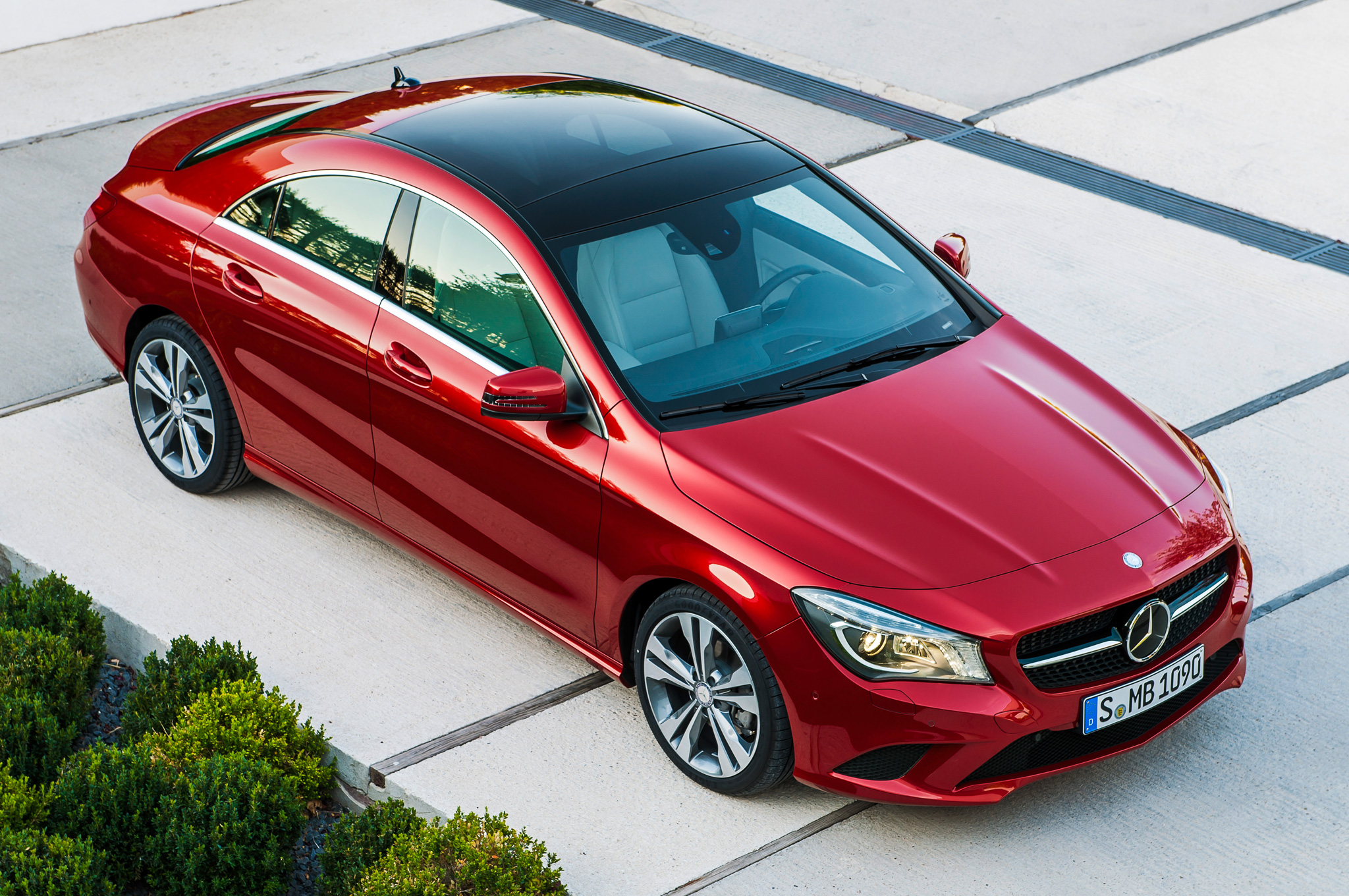 2014 Mercedes-Benz CLA250 EPA-Rated at 26/38 MPG - MotorTrend