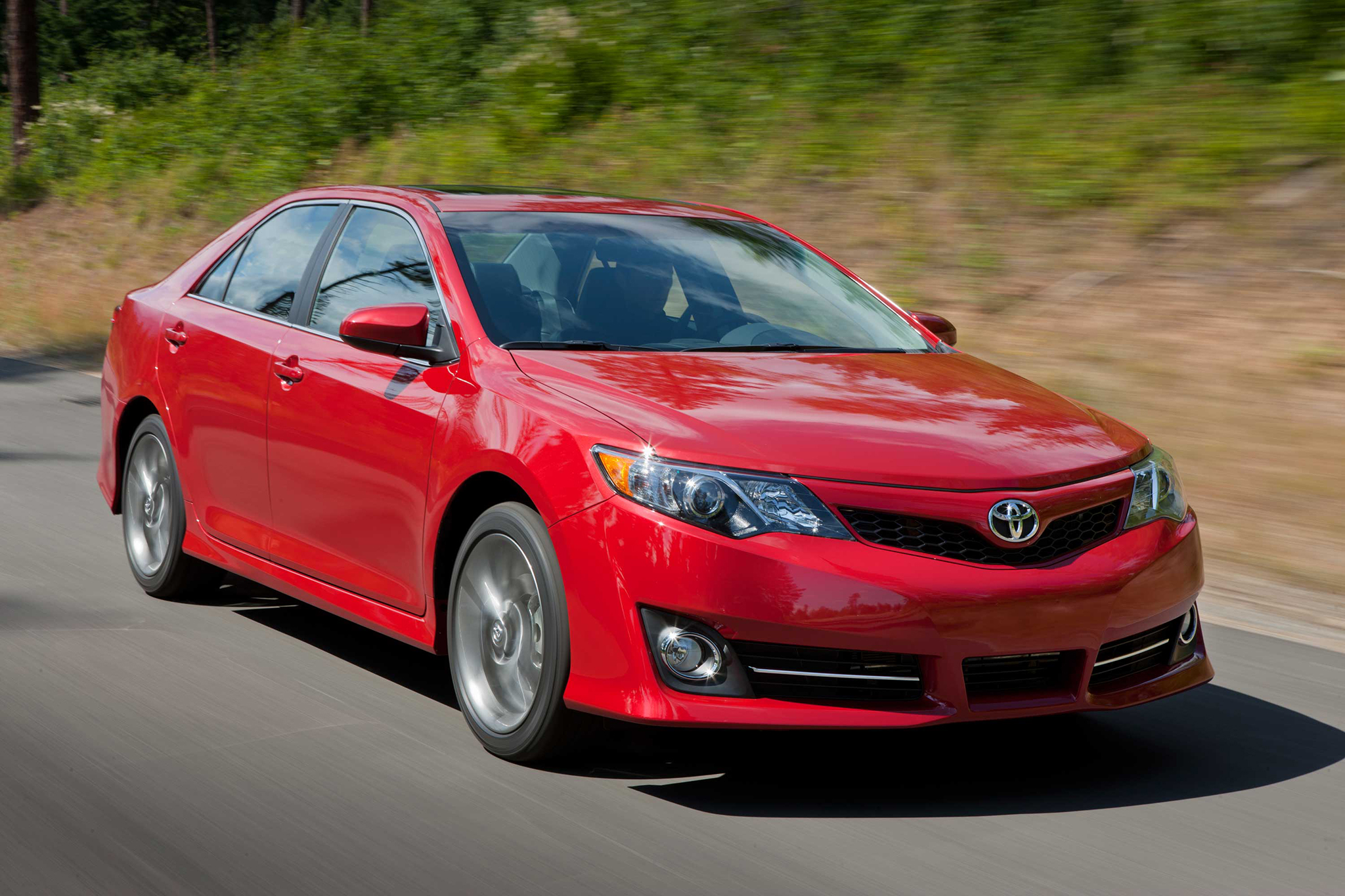 October Midsize Sales: Toyota Camry Leads Accord, Altima Once Again
