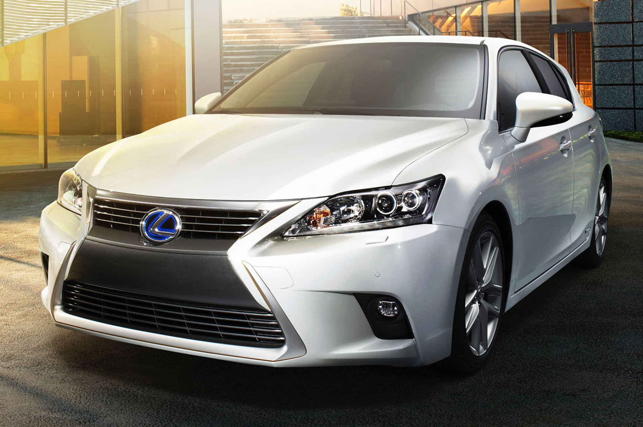 https://enthusiastnetwork.s3.amazonaws.com/uploads/sites/5/2013/11/2014-Lexus-CT-200h-front-view.jpg?impolicy=entryimage