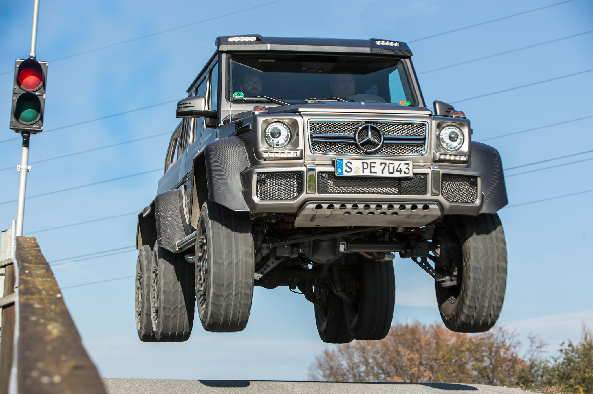 2014 mercedes-benz g63 amg 6x6 first drive - motor trend - motortrend