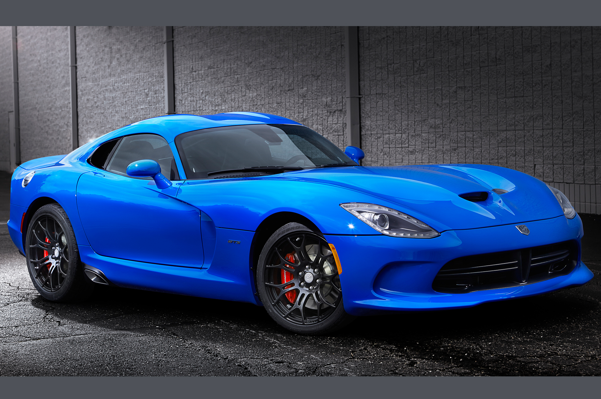 Competition Blue Wins 2014 SRT Viper Color Contest