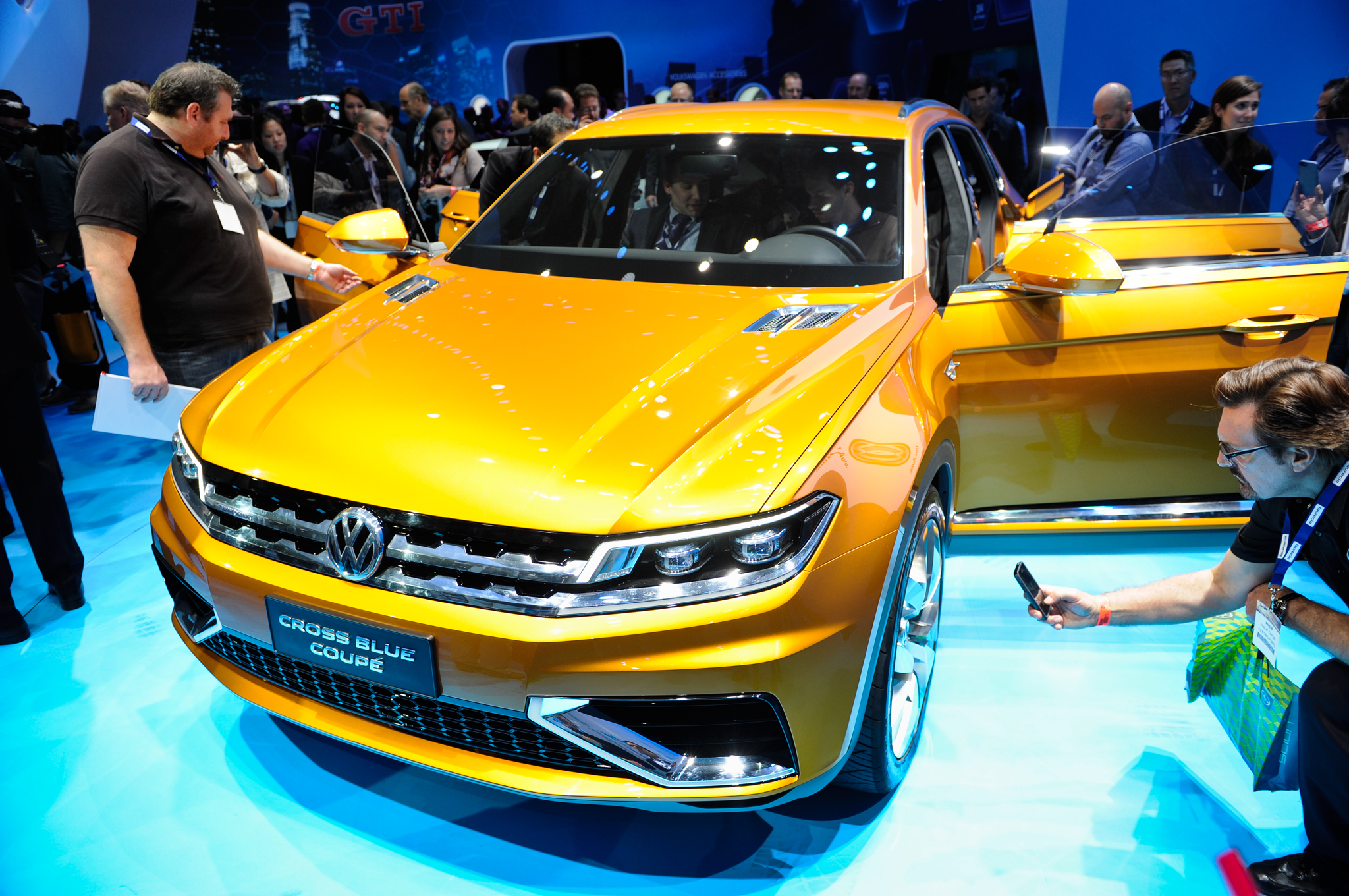 L.A.-Bound Volkswagen CrossBlue Coupe Concept Gets Revised PHEV Specs